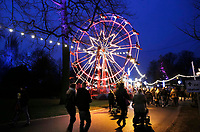 Nederland  Breda  2016. Winterland Breda. Kermis met reuzenrad. Foto Berlinda van Dam / Hollandse Hoogte