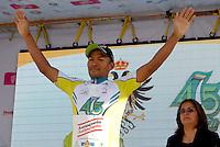 """COLOMBIA. 08-08-2014. Rafael Montiel recibe la camiseta Juego limpio al final de la etapa 3, Barbosa – Chiquinquirá – Tunja – 123.2 Km, de la Vuelta a Colombia 2014 en bicicleta que se cumple entre el 6 y el 17 de agosto de 2014. / Rafael Montiel receives t shirt """"Great game"""" at the end of the stage 3, Barbosa – Chiquinquira – Tunja – 123.2 Km, of the Tour of Colombia 2014 in bike holds between 6 and 17 of August 2014. Photo:  VizzorImage/ José Miguel Palencia / Str"""