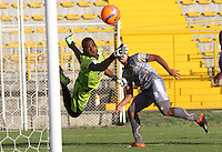 BOGOTA -COLOMBIA, 14-02-2017. Andres Mosquera goalkeeper of Deportivo Pasto in action .Action game between  Tigres FC  and Deportivo Pasto  during match for the date 3 of the Aguila League I 2017 played at Metropolitano de Techo stadium . Photo:VizzorImage / Felipe Caicedo  / Staff