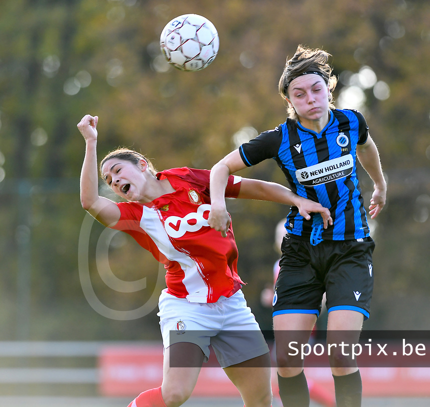 Lola Wajnblum  of Standard (11) pictured in a fight for the ball with Debbie Decoene (21 Brugge) during a female soccer game between Standard Femina de Liege and Club Brugge YLA on the seventh matchday of the 2020 - 2021 season of Belgian Scooore Womens Super League , saturday 14 th of November 2020  in Angleur , Belgium . PHOTO SPORTPIX.BE | SPP | DAVID CATRY