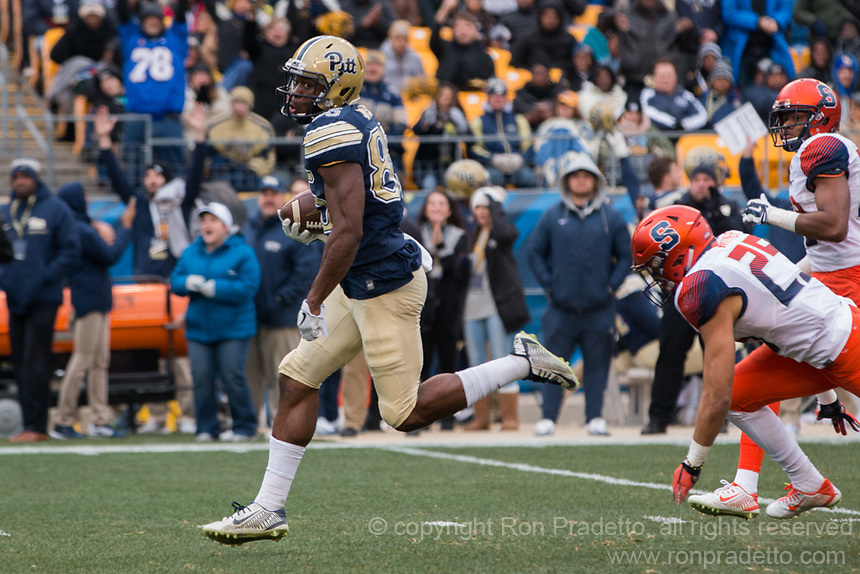 Pitt wide receiver Jester Weah runs in for a touchdown after a 59-yard touchdown catch. The Pitt Panthers defeated the Syracuse Orange 76-61 at Heinz Field in Pittsburgh, Pennsylvania on November 26, 2016.