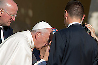 Papa Francesco bacia un bambino al termine della sua visita alla chiesa della Porziuncola, all'interno della Basilica di Santa Maria degli Angeli, in occasione dell'800esimo anniversario del Perdono di Assisi, 4 agosto 2016.<br /> Pope Francis kisses a child at the end of his visit to the Porziuncola chapel at Santa Maria degli Angeli church to mark the 800th anniversary of the Pardon of Assisi, 4 August 2016.<br /> UPDATE IMAGES PRESS/Riccardo De Luca<br /> <br /> STRICTLY ONLY FOR EDITORIAL USE