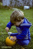 HS24-029z  Pumpkin - young child cleaning out pumpkin