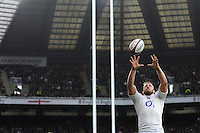Chris Robshaw of England secures the lineout ball during the RBS 6 Nations match between England and Italy at Twickenham Stadium on Saturday 14th February 2015 (Photo by Rob Munro)