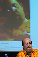 Mark Canter, founder and CEO of Broadband Mechanics, awake and sleeping, at the Les Blog conference in Paris December 2005 on blogging, new media and internet strategy