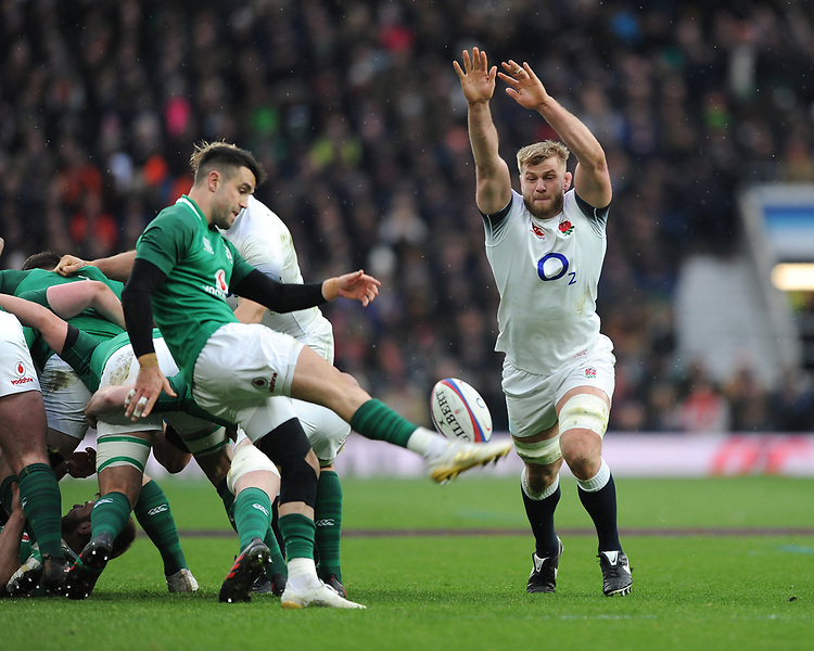 George Kruis of England attempts to charge down the clearance kick of Conor Murray of Ireland during the NatWest 6 Nations match between England and Ireland at Twickenham Stadium on Saturday 17th March 2018 (Photo by Rob Munro/Stewart Communications)