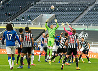 1st November 2020; St James Park, Newcastle, Tyne and Wear, England; English Premier League Football, Newcastle United versus Everton; Robin Olsen of Everton comes up for a corner in the final minute and is challenged by Newcastle keeper Karl Darlow of Newcastle United