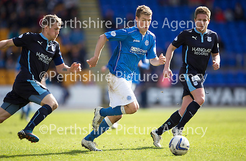 St Johnstone v Dundee....11.04.15   SPFL<br /> David Wotherspoon gets between Jim McAlister and Simon Ferry<br /> Picture by Graeme Hart.<br /> Copyright Perthshire Picture Agency<br /> Tel: 01738 623350  Mobile: 07990 594431