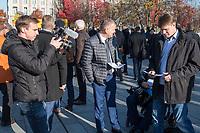 """Vertreter der Lausitzer Kohlereviere protestierten am Donnerstag den 14. November 2019 in Berlin vor dem Kanzleramt fuer eine bessere finanzielle Absicherung beim Ausstieg aus der Kohlefoerderung. Unter anderem forderten sie, dass eine Investitionspauschale fuer die Absicherung des kommunalen Eigenanteils festgeschrieben wird.<br /> Aufgerufen zu dem Protest hatte ein freiwilliges Buendnis der sogenannten """"Lausitzrunde"""".<br /> Im Bild: Unter die Buergermeister und Ortsvorsteher mischten sich auch Abgeordnete der rechtspopulistischen """"Alternative fuer Deutschland, AfD. Vlnr.: Ein AfD-Mitarbeiter filmt die Abgeordneten Karsten Hilse (von hinten), Leif-Erik Holm und Jochen Haug fuer Propagandezwecke.<br /> 14.11.2019, Berlin<br /> Copyright: Christian-Ditsch.de<br /> [Inhaltsveraendernde Manipulation des Fotos nur nach ausdruecklicher Genehmigung des Fotografen. Vereinbarungen ueber Abtretung von Persoenlichkeitsrechten/Model Release der abgebildeten Person/Personen liegen nicht vor. NO MODEL RELEASE! Nur fuer Redaktionelle Zwecke. Don't publish without copyright Christian-Ditsch.de, Veroeffentlichung nur mit Fotografennennung, sowie gegen Honorar, MwSt. und Beleg. Konto: I N G - D i B a, IBAN DE58500105175400192269, BIC INGDDEFFXXX, Kontakt: post@christian-ditsch.de<br /> Bei der Bearbeitung der Dateiinformationen darf die Urheberkennzeichnung in den EXIF- und  IPTC-Daten nicht entfernt werden, diese sind in digitalen Medien nach §95c UrhG rechtlich geschuetzt. Der Urhebervermerk wird gemaess §13 UrhG verlangt.]"""