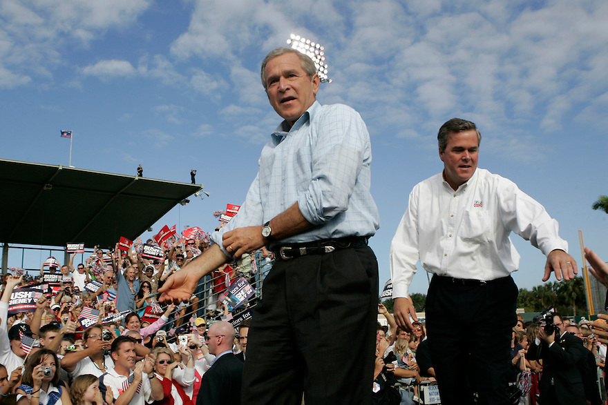 President George W Bush and Florida Governor Jeb Bush attend a campaign rally in Fort Meyers, Florida.