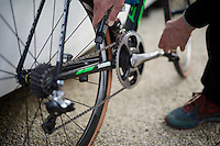 chain-lubing before the recon of the 114th Paris - Roubaix 2016