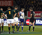 Richie McCaw speaks to referee Stuart Dickinson. All Blacks v South Africa. International Tri Nations Rugby. Jade Stadium, Christchurch, New Zealand. Saturday 14 July 2007. Photo: Marc Weakley