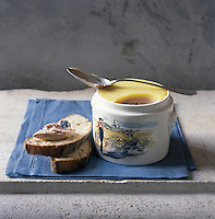 Europe/France/Alsace/67/Bas-Rhin/Strasbourg: Foie gras d'Alsace  ,Foie gras frais d'oie  mi cuit en terrine d'Edouard Artzner - Stylisme : Valérie LHOMME