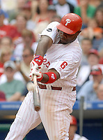 Philadelphia Phillies batter Ryan Howard fouls a pitch away from Mets Relief pitcher Pedro Martinez in the eight inning Friday, June, 29, 2007 in Philadelphia. Mets beat the Phillies 6-5. Bradley C Bower/Bloomberg News