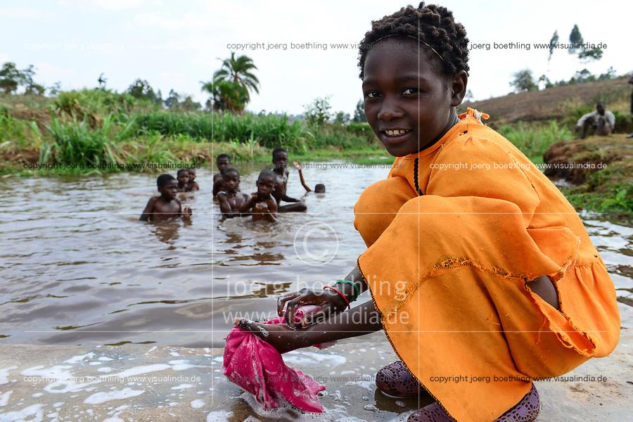 Malawi, Thyolo, village  Samuti, girl washing clothes at pond / Maedchen waescht Kleidung