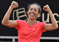 BOGOTA -COLOMBIA. 14-04-2017. Francesca Schiavone (ITA) celebra la victoria después del juego de semifinal contra Johanna Larsson (SWE) del Claro Open Colsanitas WTA 2017 jugado en el Club Los Lagartos en Bogota. /  Francesca Schiavone (ITA) celebrates the victory after the match against Johanna Larsson (SWE) for the semifinal of Claro Open Colsanitas WTA 2017 played at Club Los Lagartos in Bogota city. Photo: VizzorImage/ Gabriel Aponte / Staff