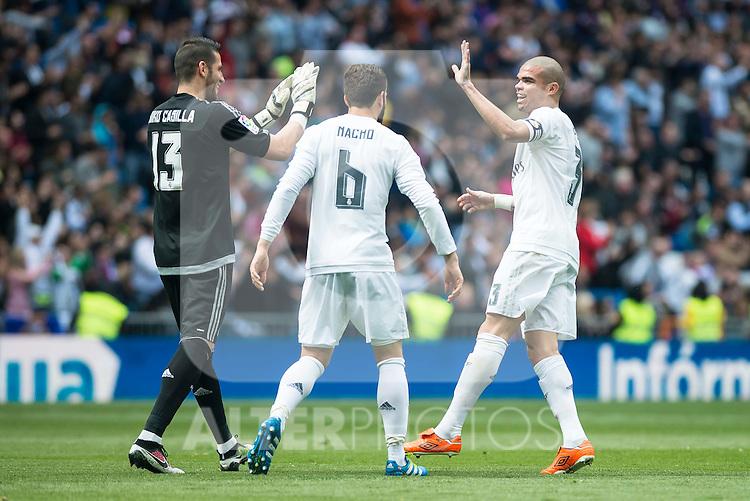 Real Madrid's Kiko Casilla, Nacho Fernandez and Pepe  during La Liga match. April 09, 2016. (ALTERPHOTOS/Borja B.Hojas)