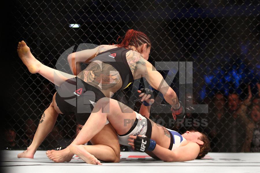 CURITIBA, PR,14.05.2016- UFC-PR – As lutadoras Cris Cybog (vermelha) vs Leslie Smith (azul) durante o cad do UFC na Arena da Baixada na noite deste sábado (14) em Curitiba (PR).(Foto: Paulo Lisboa/Brazil Photo Press)
