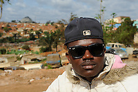 ANGOLA Gabela, youngster in township / ANGOLA Gabela, Jugendlicher in Siedlung