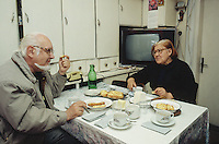 Bulgaria. Province Oblast Lovech. Lukowit. Domka and a friend with grey hair eat their supper at home. Bread, cheese and butter.  © 1997 Didier Ruef