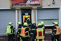 Einsatz vor der Shisha-Bar Miami nach starker Rauchentwicklung in der Elektrik unter der Decke des Gastraums - Büttelborn 17.03.2021: Brand in der Shisha-Bar Miami