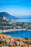 Frankreich, Provence-Alpes-Côte d'Azur, Villefranche-sur-Mer: Ausblick ueber Stadt und Bucht von Villefranche-sur-Mer, im Hintergrund Dap d'Ail | France, Provence-Alpes-Côte d'Azur, Villefranche-sur-Mer: view across town and bay, at background Cap d'Ail