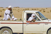 - northern Sudan, a car in desert north of Khartoum....- Sudan settentrionale, automobile nel deserto a nord di Karthoum