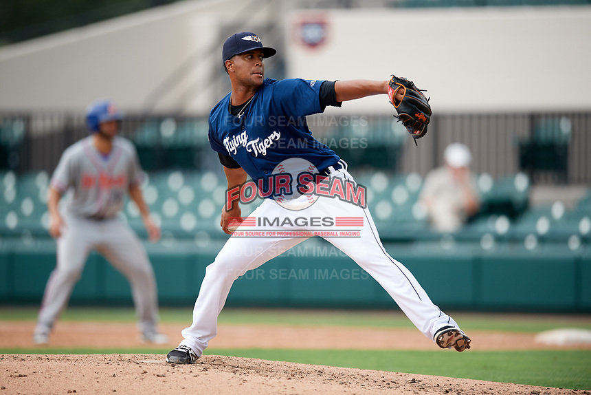 Lakeland Flying Tigers relief pitcher Fernando Perez delivers a pitch during a game against the St. Lucie Mets on June 11, 2017 at Joker Marchant Stadium in Lakeland, Florida.  Lakeland defeated St. Lucie 1-0.  (Mike Janes/Four Seam Images)