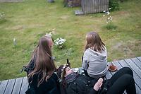 Estland, Insel Naissaar, Nach dem ersten Nargen Gesangs-Festival <br /> <br /> Engl.: Europe, the Baltic, Estonia, Naissaar island, after the first Naissaar Song Celebration, song festival, culture, women, visitors, 28 June 2014<br /> <br />    Sieben herausragende Accapella-Choere aus Estland singen Lieder mit Bezug auf das Meer und geben auch schon einen kleinen Vorgeschmack auf das Repertoire des grossen Saengerfeste in Tallinn, 28.06.2014