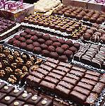 Belgium, Belgien, Bruessel: belgische Schokoladen und Pralinen: Display of Belgian chocolates and pralines | Belgien, Bruessel: belgische Schokoladen und Pralinen