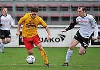 Racing Waregem - SK Eernegem : Mathias Wullaert (links) aan de bal voor Andrew Bultynck (rechts)<br /> foto VDB / Bart Vandenbroucke
