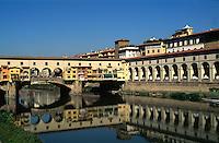Italien, Toskana, Florenz, Ponte Vecchio über den Arno, Unesco-Weltkulturerbe