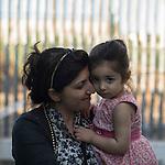 16 septiembre 2015. Melilla <br /> La pequeña Savin Cheiko llegó sola al Centro de Estancia Temporal de Inmigrantes (Ceti) de Melilla. Un pasante marroquí cruzó con ella la frontera desde Marruecos a España. En el Ceti la esperaba su madre, Chirin Hajare. Son de Kobani. En Nador espera su marido y otros dos hijos más (un bebé de dos meses y otro niño de 8 años). La ONG Save the Children exige al Gobierno español que tome un papel activo en la crisis de refugiados y facilite el acceso de estas familias a través de la expedición de visados humanitarios en el consulado español de Nador. Save the Children ha comprobado además cómo muchas de estas familias se han visto forzadas a separarse porque, en el momento del cierre de la frontera, unos miembros se han quedado en un lado o en el otro. Para poder cruzar el control, las mafias se aprovechan de la desesperación de los sirios y les ofrecen pasaportes marroquíes al precio de 1.000 euros. Diversas familias han explicado a Save the Children cómo están endeudadas y han tenido que elegir quién pasa primero de sus miembros a Melilla, dejando a otros en Nador.  © Save the Children Handout/PEDRO ARMESTRE - No ventas -No Archivos - Uso editorial solamente - Uso libre solamente para 14 días después de liberación. Foto proporcionada por SAVE THE CHILDREN, uso solamente para ilustrar noticias o comentarios sobre los hechos o eventos representados en esta imagen.<br /> Save the Children Handout/ PEDRO ARMESTRE - No sales - No Archives - Editorial Use Only - Free use only for 14 days after release. Photo provided by SAVE THE CHILDREN, distributed handout photo to be used only to illustrate news reporting or commentary on the facts or events depicted in this image.