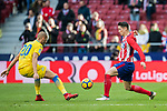 Fernando Torres (R) of Atletico de Madrid fights for the ball with Alejandro Galvez Jimena of UD Las Palmas during the La Liga 2017-18 match between Atletico de Madrid and UD Las Palmas at Wanda Metropolitano on January 28 2018 in Madrid, Spain. Photo by Diego Souto / Power Sport Images