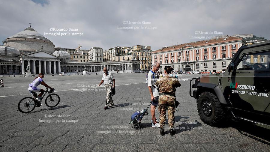- NAPOLI 9 SET 2014 - Esercito piazza del Plebiscito, operazione strade sicure