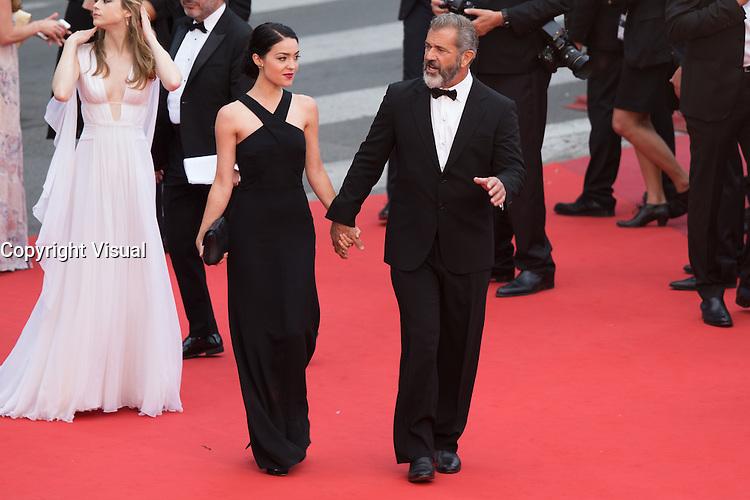 Rossalind Ross, Mel Gibson - CANNES 2016 - MONTEE DES MARCHES - CEREMONIE DE CLOTURE