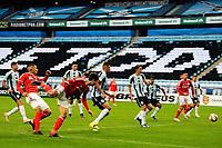PORTO ALEGRE, RS, 23.05.2021 - GREMIO - INTERNACIONAL - O volante Rodrigo Dourado, da equipe do Internacional, comemora o seu gol, na partida entre Grêmio e Internacional, pela final do Campeonato Gaúcho 2021, no estádio Arena do Grêmio, em Porto Alegre, neste domingo (23).