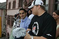 Die Runningbacks Roger Robinson und Martin Latka (beide Frankfurt Galaxy) auf dem Balkon des Roemer