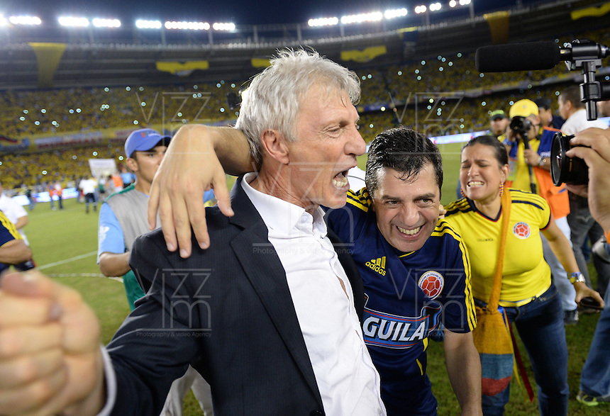 BARRANQUILLA -COLOMBIA- 11 -10-2013. Jose Pekerman director tecnico  de Colombia celebra su clasificacion al mundial de Brazil 2014  ,partido correspondiente para las eliminatorias al mundial de Brasil 2014 disputado en el estadio Metropolitano de Barranquilla   / .Jose Peherman coach of  Colombia celebrates   the worldwide classification of Brazil 2014 qualifying game for the World Cup for Brazil 2014 match at the Metropolitano stadium in Barranquilla.Photo: VizzorImage / Felipe Caicedo / Staff