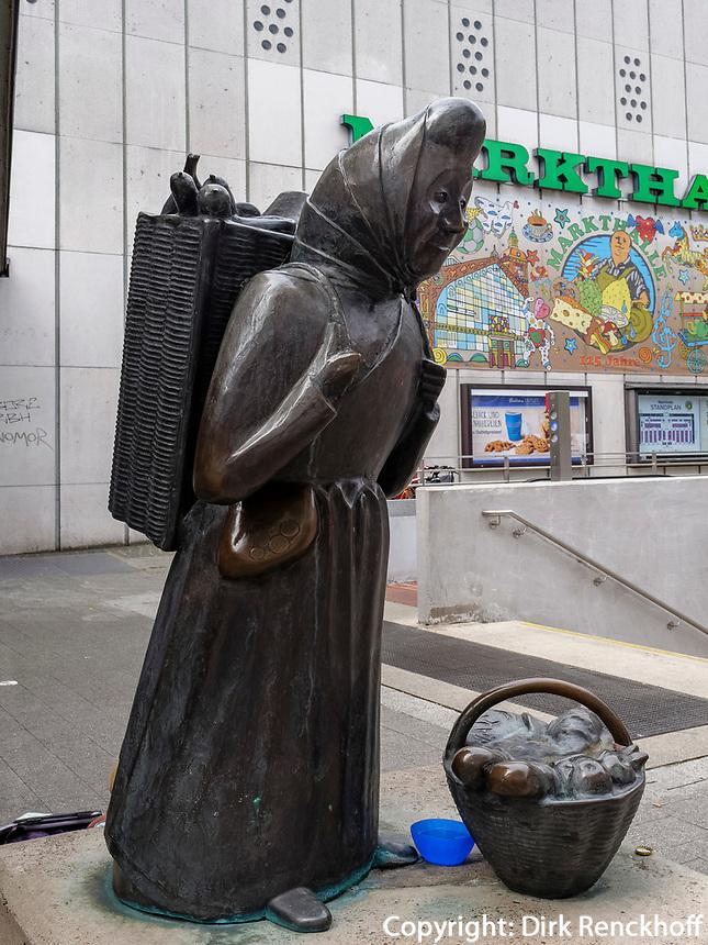 Skulptur der Marktfrau  Karoline Duhnsen 1906-2001 vor er Markthalle, Hannover, Niedersachsen, Deutschland, Europa<br /> Sculpture of market women  Karoline Duhnsen 1906-2001 at the the covered market, Hanover, Lower Saxony, Germany, Europe