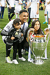 Real Madrid's Keylor Navas celebrates with his sons the victory in the UEFA Champions League 2015/2016 Final match.May 28,2016. (ALTERPHOTOS/Acero)