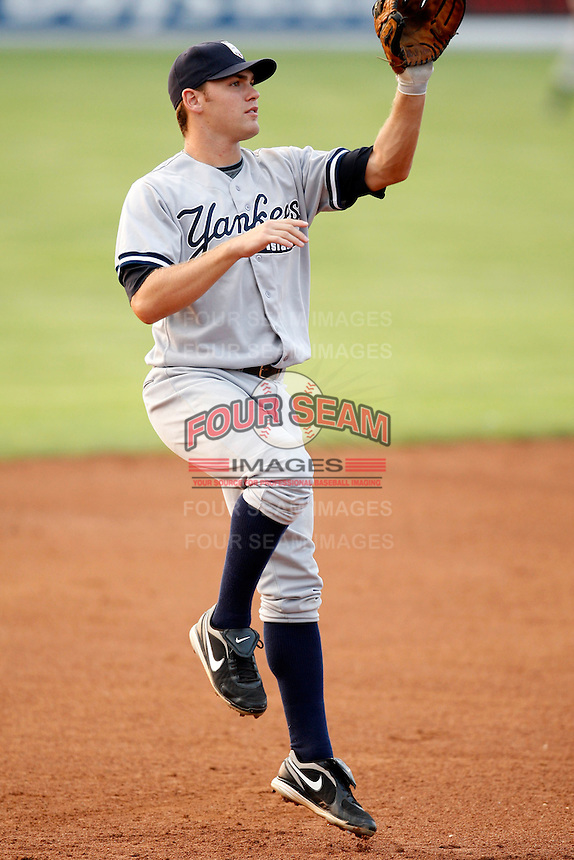 August 15, 2009:  Third Baseman Mike Lyon of the Staten Island Yankees during a game at Dwyer Stadium in Batavia, NY.  Staten Island is the Short-Season Class-A affiliate of the New York Yankees.  Photo By Mike Janes/Four Seam Images
