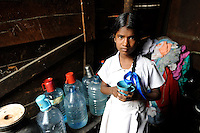 Sri Lanka Colombo, children living in Slum / Kinder leben in einem Slum