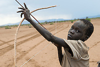 ETHIOPIA, Southern Nations, Lower Omo valley, Kangaten, village Kakuta, Nyangatom tribe, boy with bow and arrow / AETHIOPIEN, Omo Tal, Kangaten, Dorf Kakuta, Nyangatom Hirtenvolk, Junge mit Pfeil und Bogen