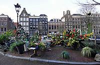 Nederland  Amsterdam 31-12-2020 . Het Singel. Gracht in het centrum. Veel kerstversiering op de brug.   Foto mag niet in negatieve context worden gepubliceerd.   Foto : ANP/ HH / Berlinda van Dam
