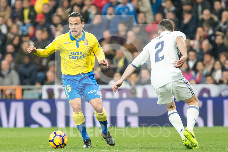 Roque Mesa of UD Las Palmas competes for the ball with Daniel Carvajal of Real Madrid  during the match of Spanish La Liga between Real Madrid and UD Las Palmas at  Santiago Bernabeu Stadium in Madrid, Spain. March 01, 2017. (ALTERPHOTOS / Rodrigo Jimenez)