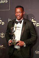 STEVE MANDANDA elu Meilleur Gardien de ligue 1 - 25eme Ceremonie des Trophees UNFP au Pavillon Gabriel