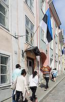 estnische Fahne in Tallinn (Reval), Estland, Europa, Unesco-Weltkulturerbe