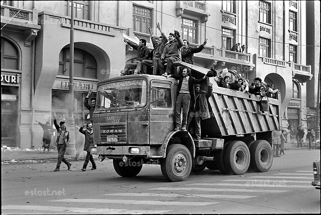ROMANIA, Bd. Magheru, Bucharest, 22.12.1989<br /> People rise against Ceausescu. After news have it that the Ceausescu couple has fled citizens take any means of transport to arrive at the city centre.<br /> © Andrei Pandele / EST&OST