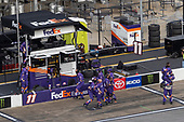 #11: Denny Hamlin, Joe Gibbs Racing, Toyota Camry FedEx Express crew celebrates